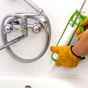 Mastic d'étanchéité et entretien sanitaire